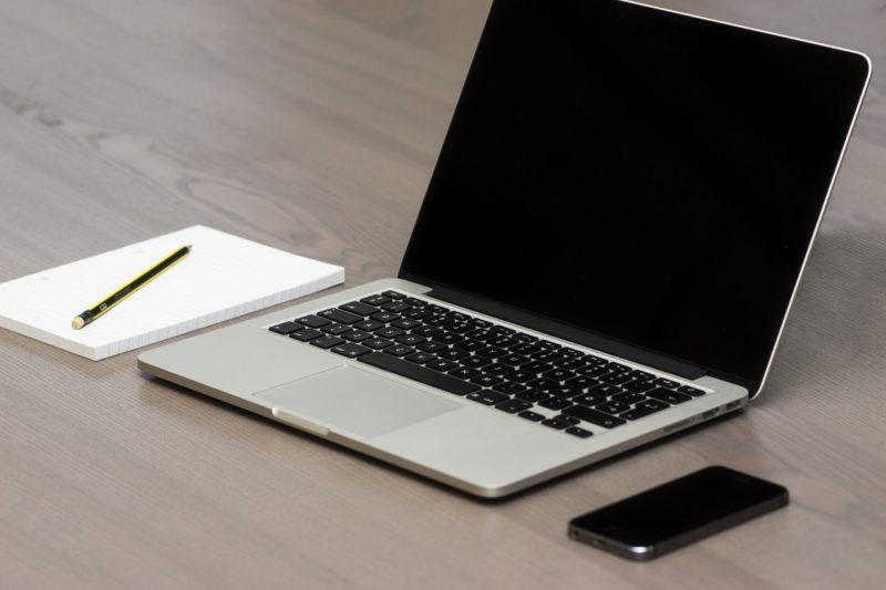 Minimalistischer Schreibtisch