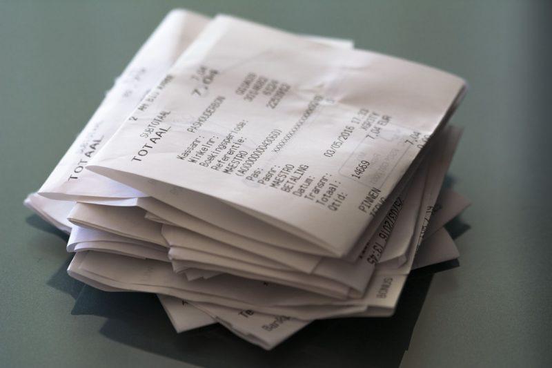 Rechnungen Quittungen Geld ausgeben